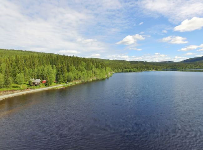 Lodgen - Enkel hytte ved innsjø og turstier