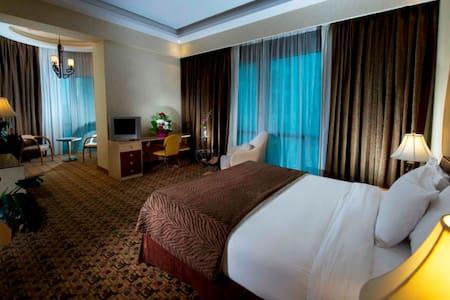 Elite Royale Apartment - Manama - Betjent leilighet