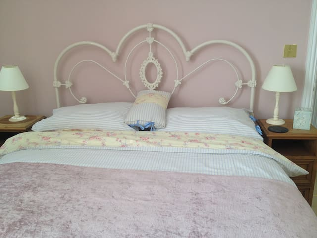 Quiet Comfortable Double Room close all amenities