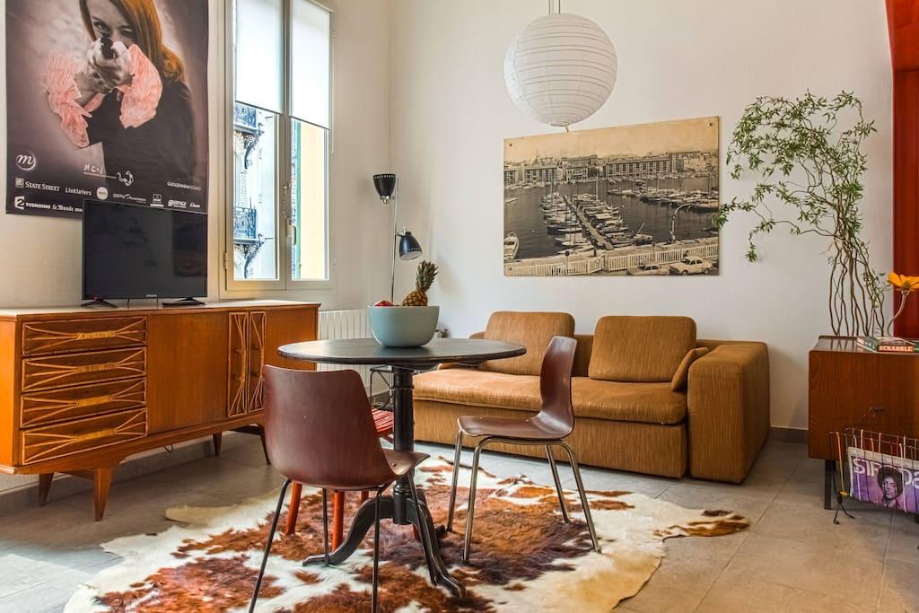 1 minute de la mer loft chambre s par e clim. Black Bedroom Furniture Sets. Home Design Ideas
