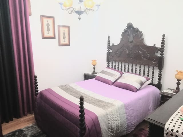 Low Cost, Double Room  w/ Wifi