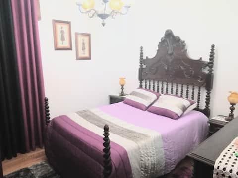 Low Cost, Double Room  w/ Wifi