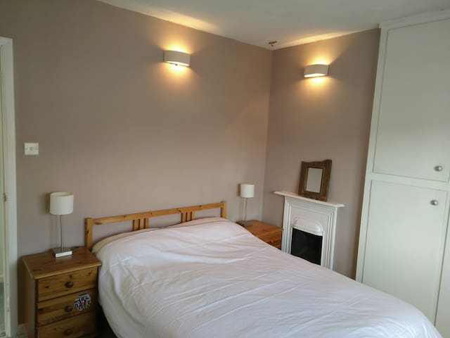 Sunny double room with en suite