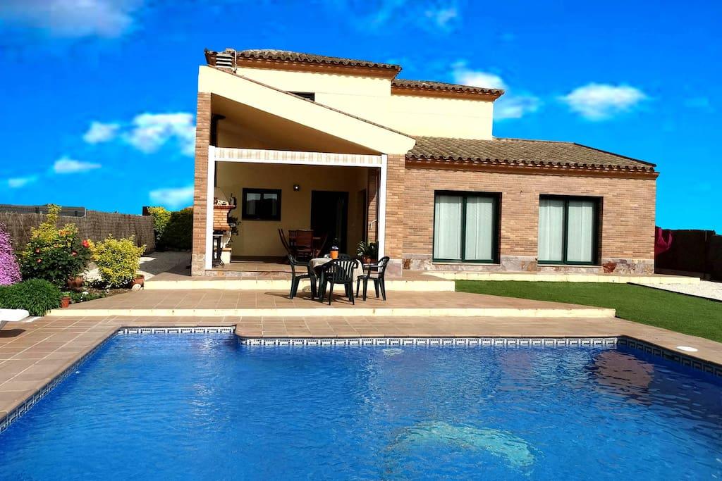 Casa con piscina cerca playa casas en alquiler en for Apartamentos en madrid con piscina