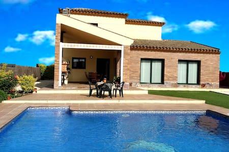 Casa con piscina cerca playa - Vidreres - Dom
