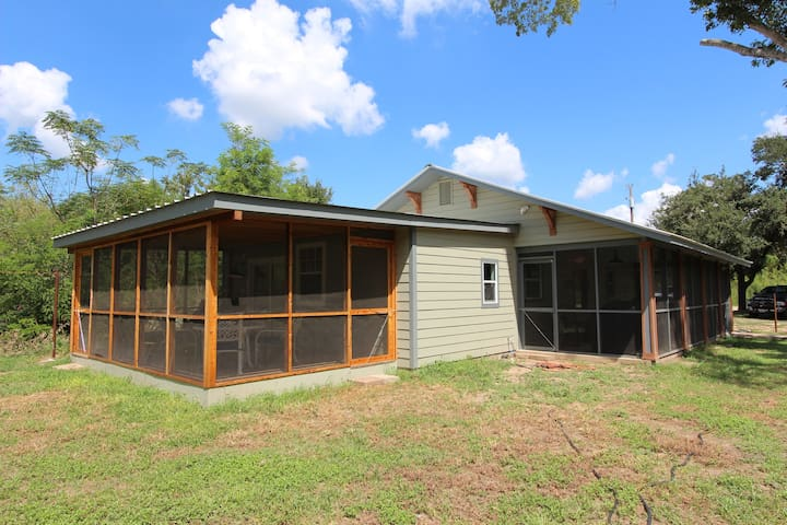 Riverfront 'River Bungalow' in Historic Bastrop! - Bastrop