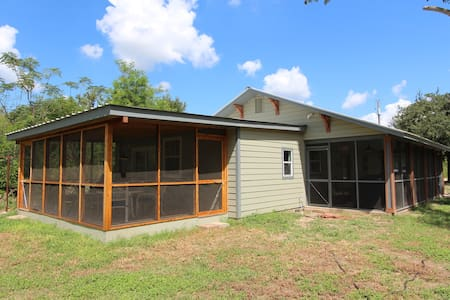 Riverfront 'River Bungalow' in Historic Bastrop! - Bungaló