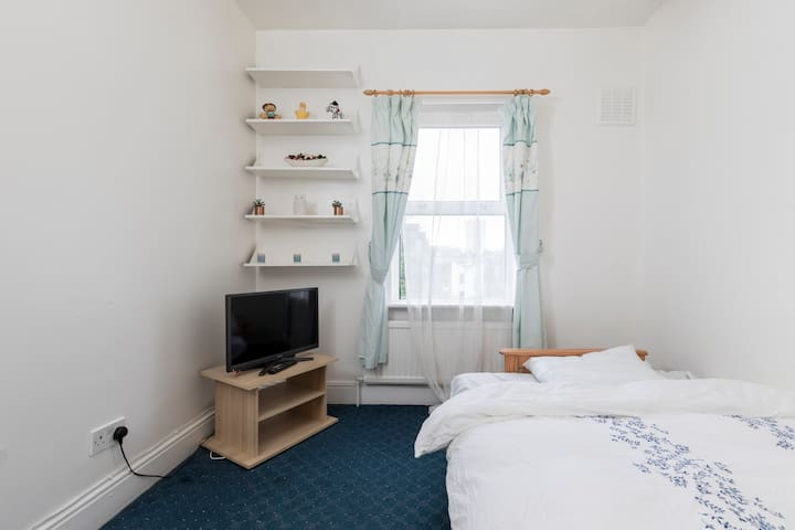 Sunny room in Central London Zone 1 - Wifi TV - Londyn - Apartament