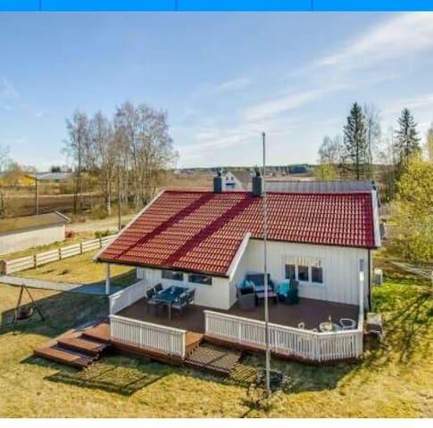 Sjarmerende hus for korte perioder - Løten - House