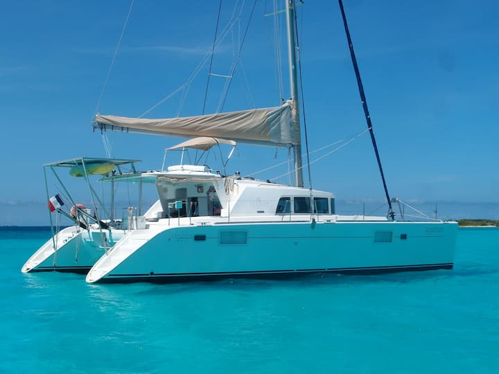 Private catamaran in San Blas