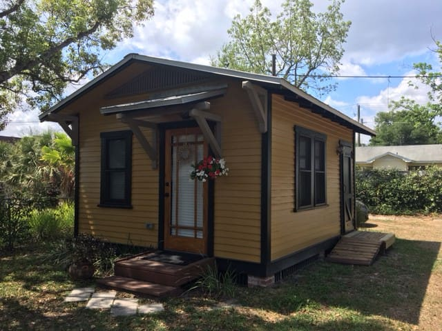 Ybor Mustard Tiny House Guesthouse For Rent In Tampa