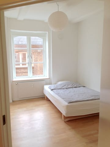 Single room in shared apartment - Copenhaga