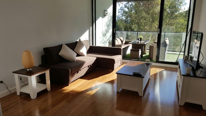 Spacious Modern Apartment with large balcony - Waterloo - Apartemen