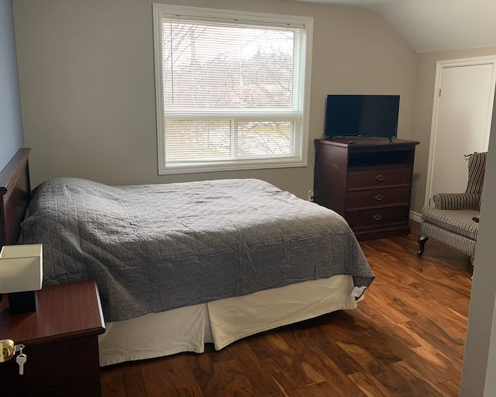 Spacious Bedroom Located in Downtown Guelph.