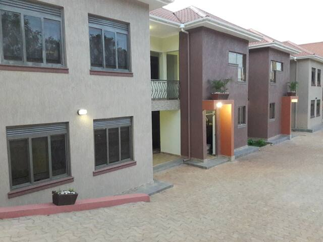 Cleveland Apartments- 3bedroom+Living room+Kitchen - Kampala - Byt