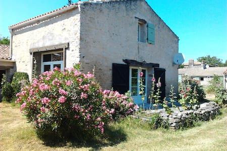 Charmante maison proche de la mer - Saint-Vincent-sur-Jard - 独立屋