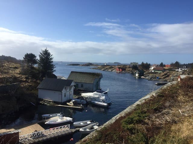 Big house by the sea with private quay/boat - Øygarden kommune - Casa
