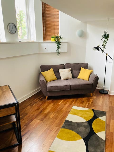 Ολόκληρο ημιώροφο διαμέρισμα - Lark Lane / Sefton Park.