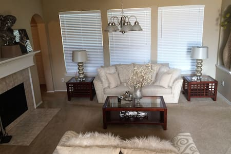 BEAUTIFUL MASTER W/ DELUXE BATHROOM &MEGA CLOSET - Cedar Hill