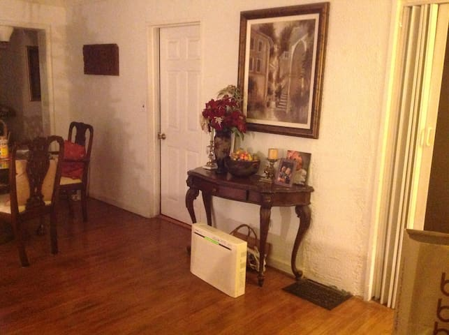 Room for rent close to Oakland Airport and SanFran