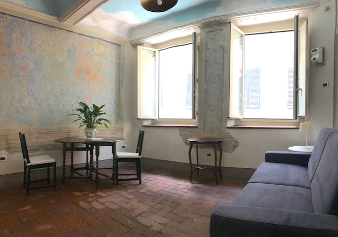 SantaCroce studio-flat (1° floor, all comforts!)