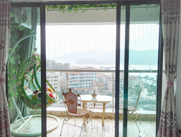 New Hardbound Seaview Room with Swing Basket Chair - Huizhou
