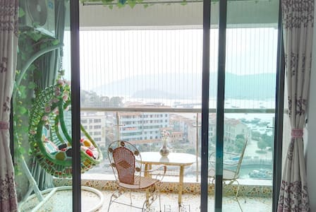 New Hardbound Seaview Room with Swing Basket Chair - Huizhou - Huoneisto