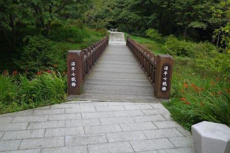 阿里山別墅山莊-溫馨悠雅三人套房 - Alishan Township - 台湾民宿