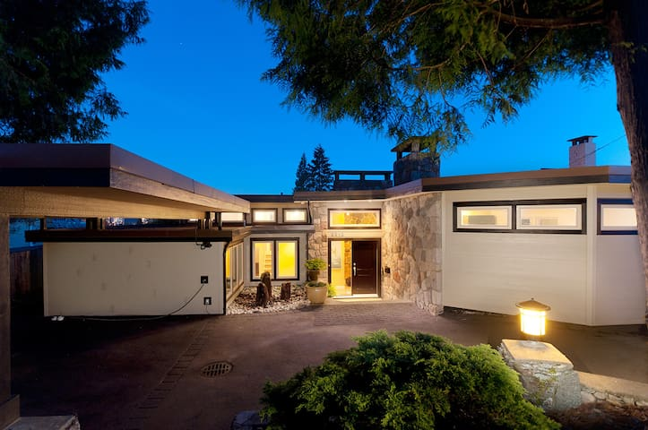 3 Bedroom Modern Home with Expansive Views & Pool