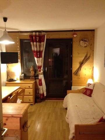 pièce à vivre avec lit gigogne (2 couchages)
