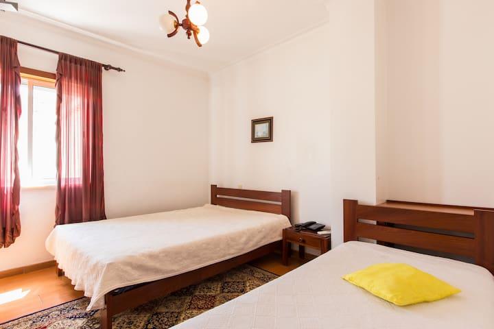 Residencial Beirante Quarto Twin c/BB - Santarém - Wikt i opierunek