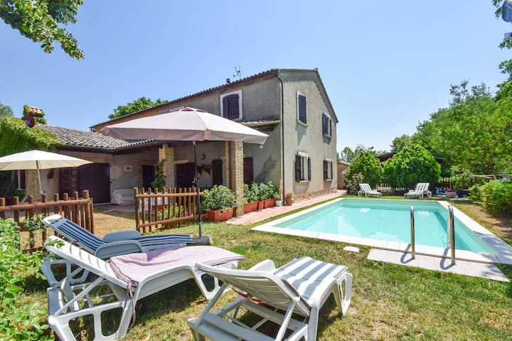 House with private pool, Tuscany-Umbria border