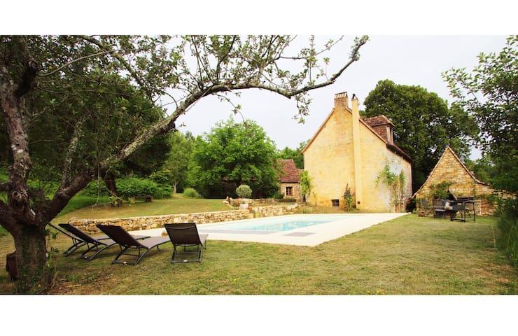 Secluded 18c Farmhouse w Pool, Tursac, Dordogne 7