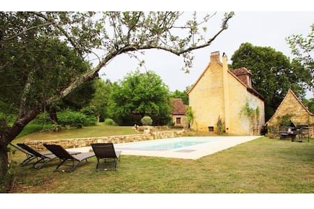 Secluded 18c Farmhouse w Pool, Tursac, Dordogne 10