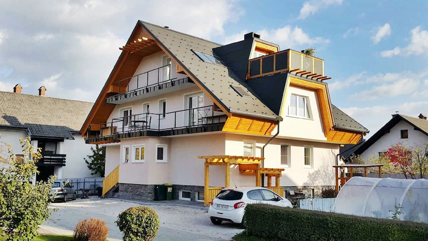 Bled Holidayhouse flat, Slovenia - Bled - House