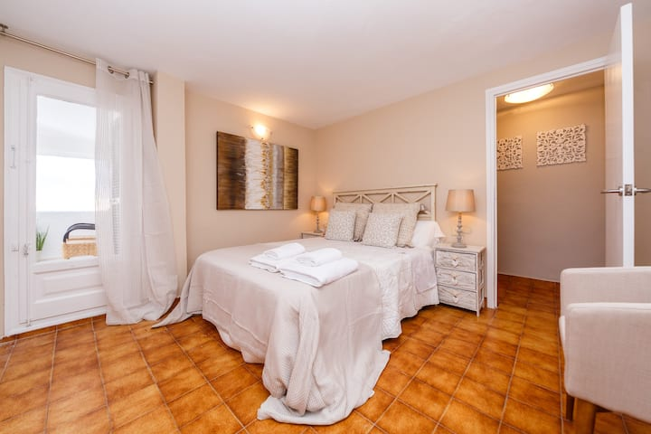 BINIBECA BLUE luxury apartment in Menorca 6 pax