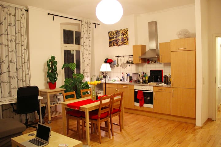 Cosy flat in Mitte w/ balcony, near metro station - Berlin - Flat