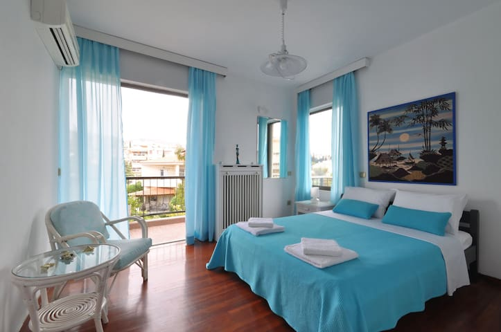 Luxury Family Sea View Apt. 3Bdrm sleeps 6 persons - Voula