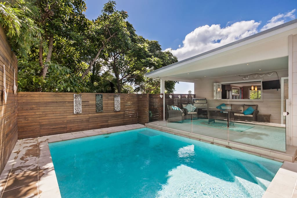 Austinmer beach escape houses for rent in austinmer new for Pool show on foxtel