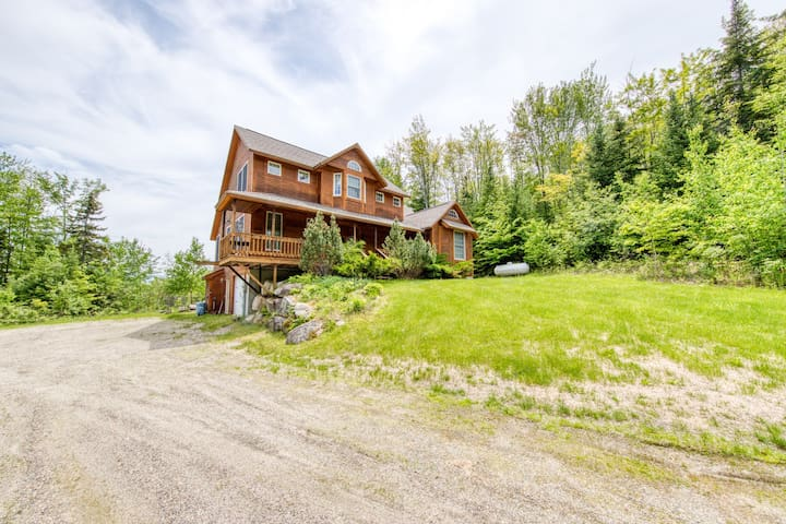 Grand cabin with gorgeous views, perfect for big families!