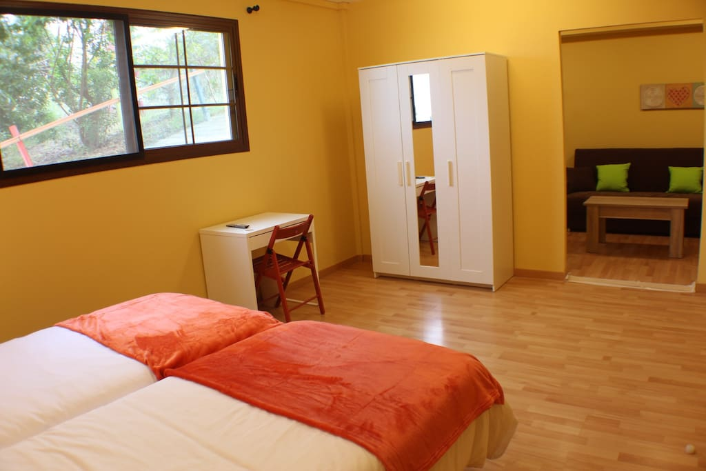 Apartamento Miguel, con baño privado,  habitación auxiliar, confortable y luminoso.