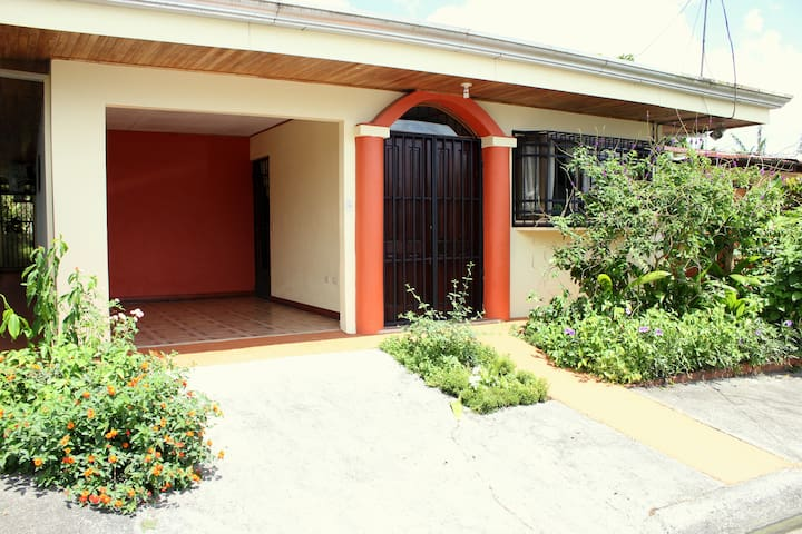 Arenal Downtown Home - Friends & Families Gateway - La Fortuna - Casa