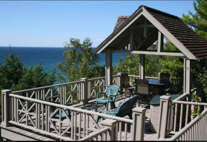 The Happy Place Cottage - Harbor Springs - Srub