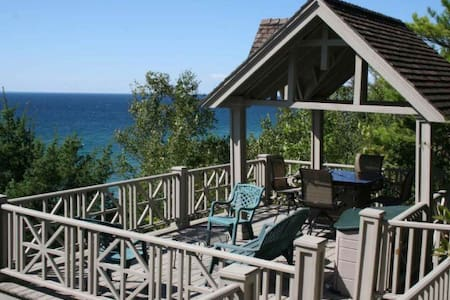 The Happy Place Cottage - Harbor Springs - Stuga