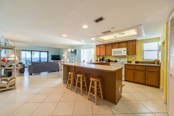 Sanddollar B204, 2 bedrooms w/Gulf-Front View
