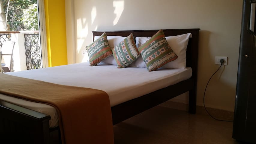 Riverside Studio Apartment Candolim