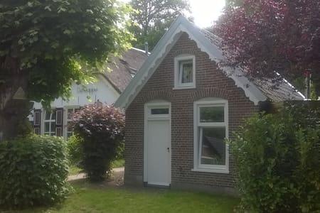 Monumentaal bakhuisje in de buurt van Deventer - Terwolde - Cabin