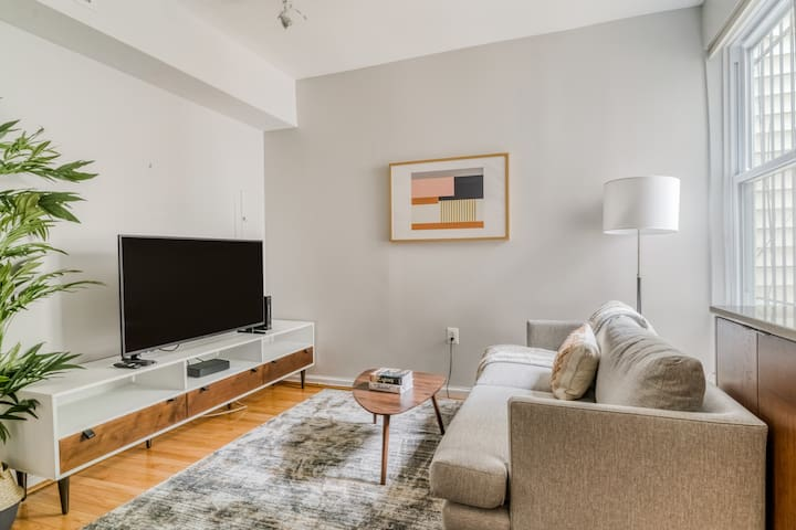 Darling 1BR Apartment in Shaw, Balcony + Parking
