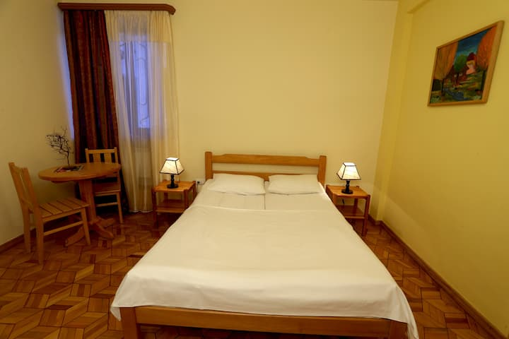 Yellow Room (Daravand Guest House)