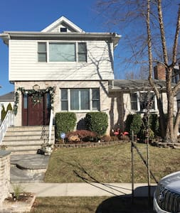 1 bedroom apt, comforts of home, close to all.. - Staten Island - Apartment